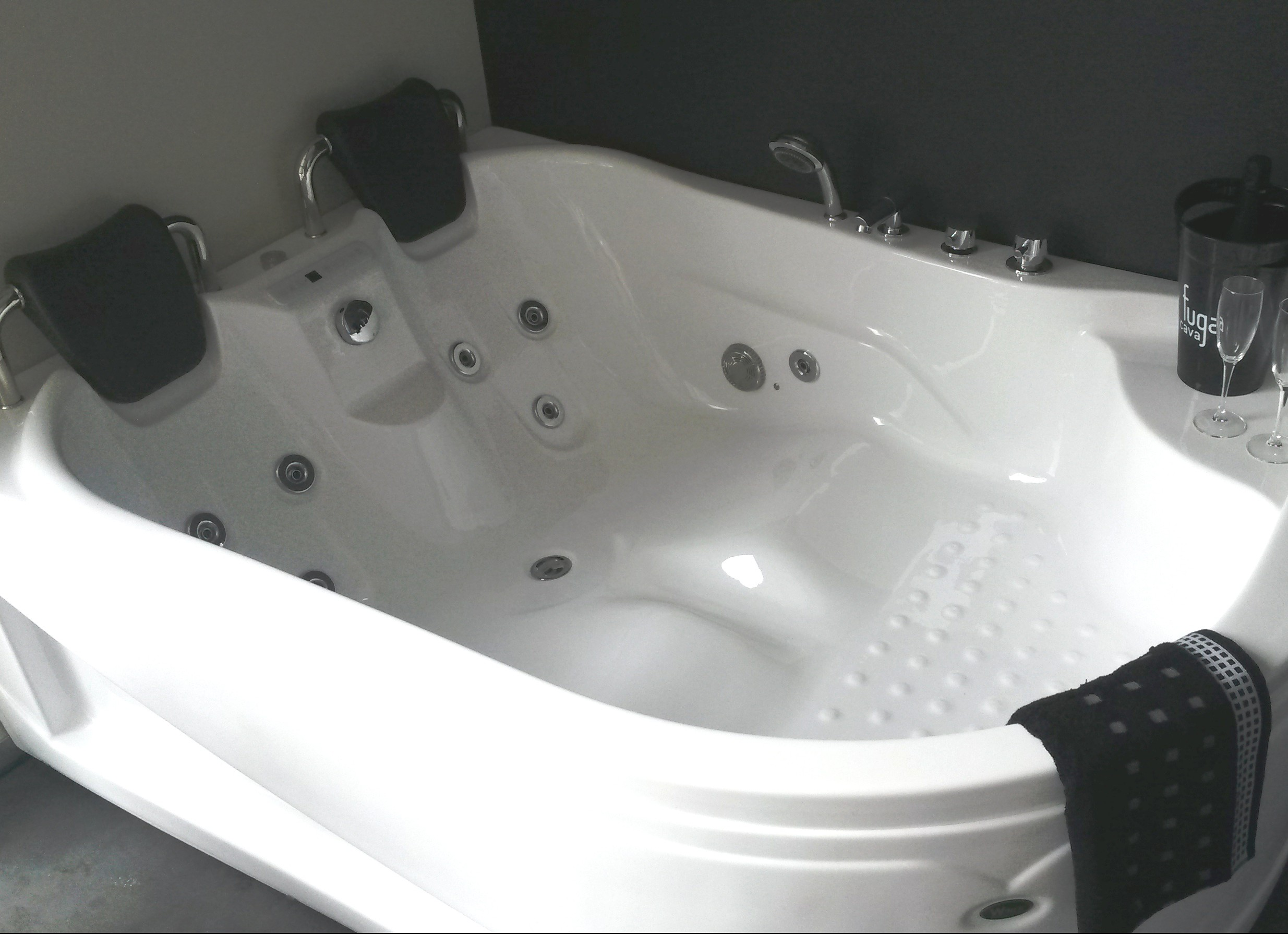 luxe whirlpool